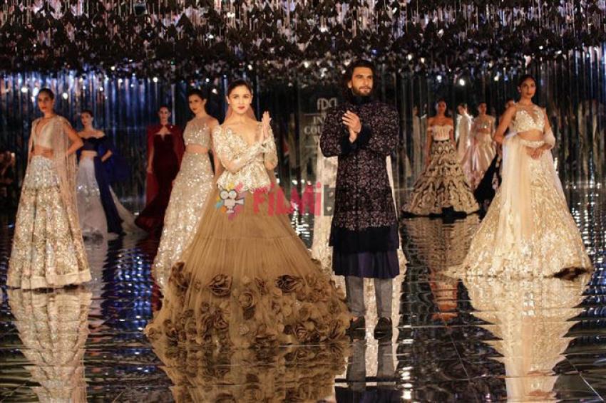 Alia Bhatt & Ranveer Singh Walked The Ramp For Manish Malhotra At ICW 2017 Photos