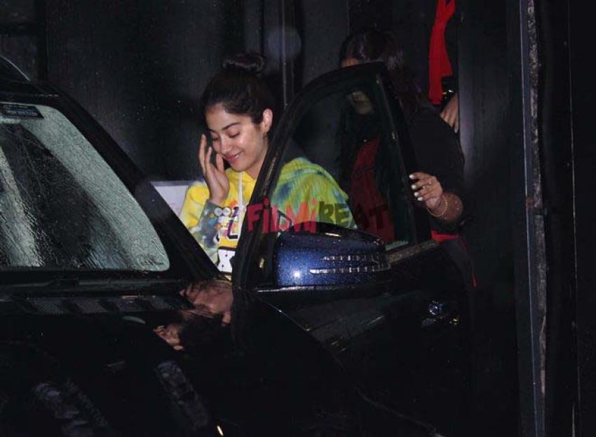 Jhanvi Kapoor Spotted At Tip Toe Salon Juhu Photos