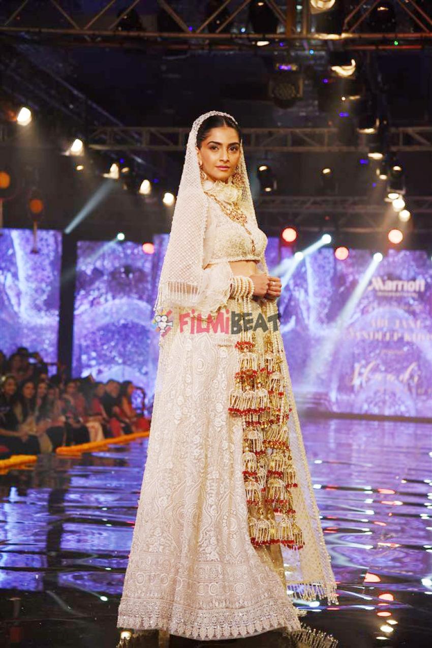 Sonam Kapoor Walks The Ramp For Designer Abu Jani Sandeep Khosla Photos
