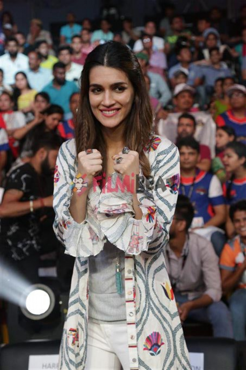 Sushant Singh Rajput And Kriti Sanon Spotted Together At Super Boxing League Photos