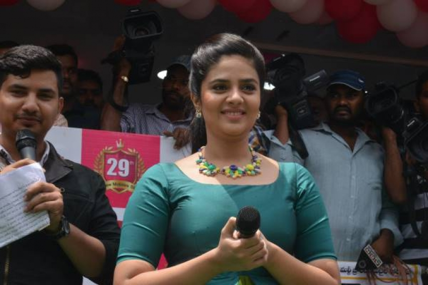 Catherine and Srimukhi launch B New Mobile Store at Guntur Photos