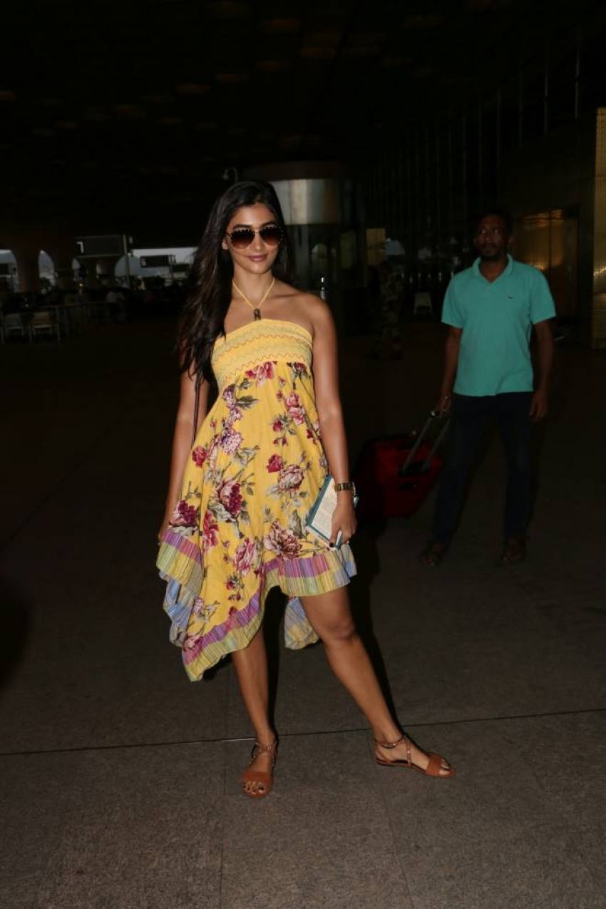 Pooja Hegde Spotted At Airport Photos