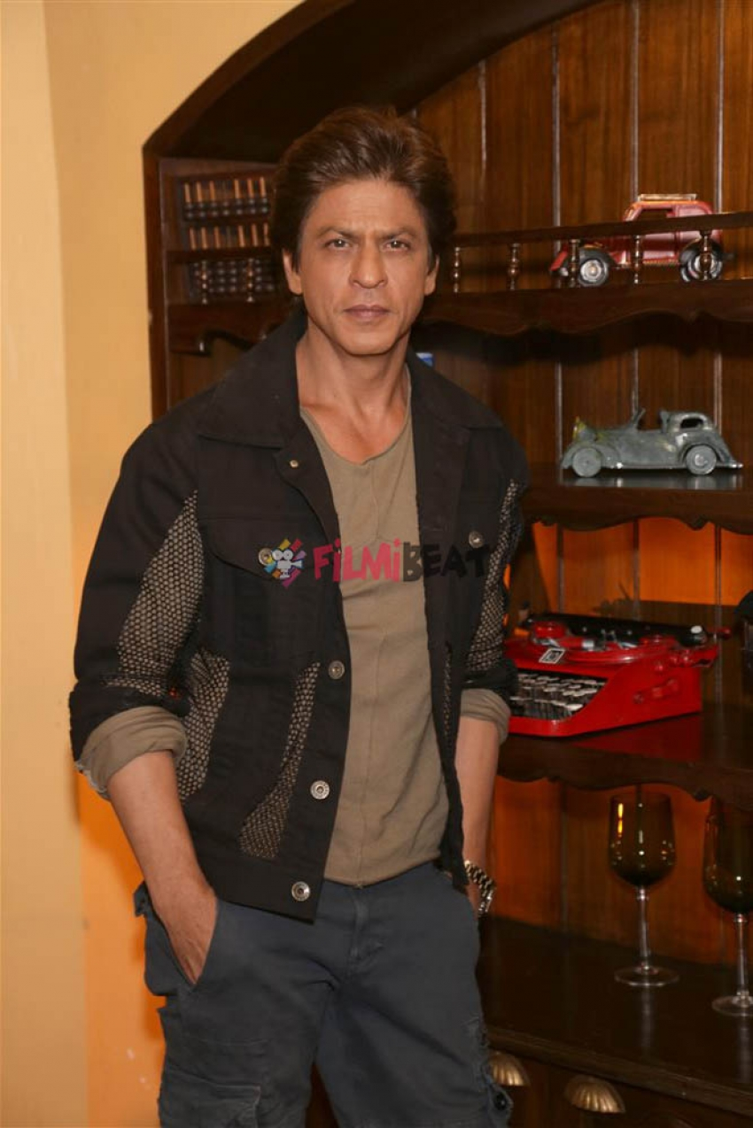 Anushka Sharma And Shah Rukh Khan Promotes Harry Met Sejal In New Delhi