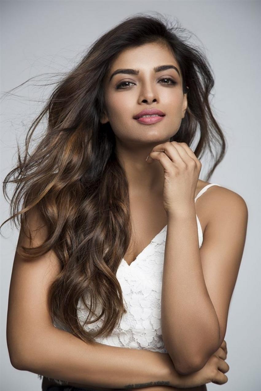 Ashna Zaveri Photos