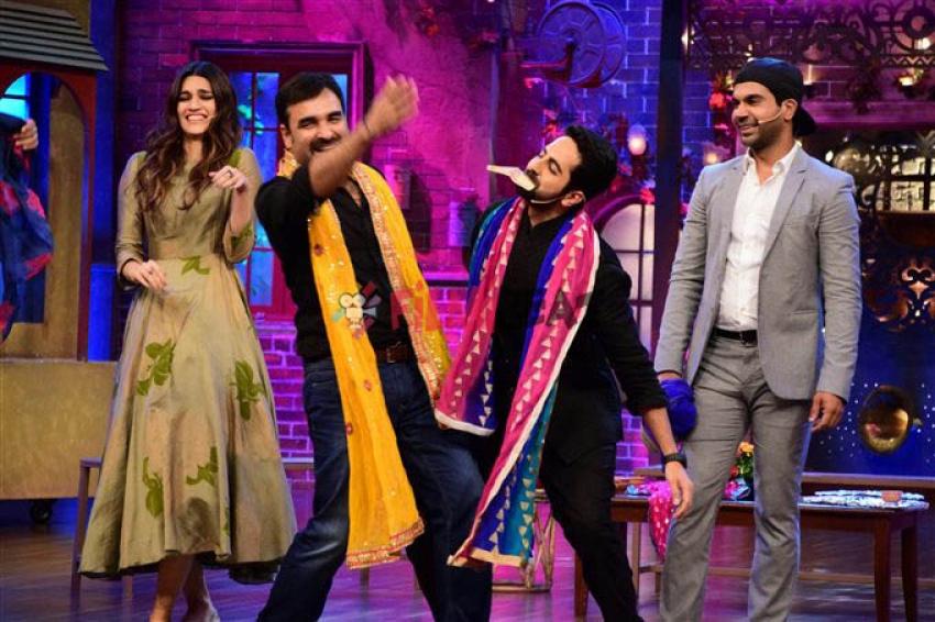 Kirti, Ayushmann & Rajkumar Rao On The Sets of Drama Company Photos