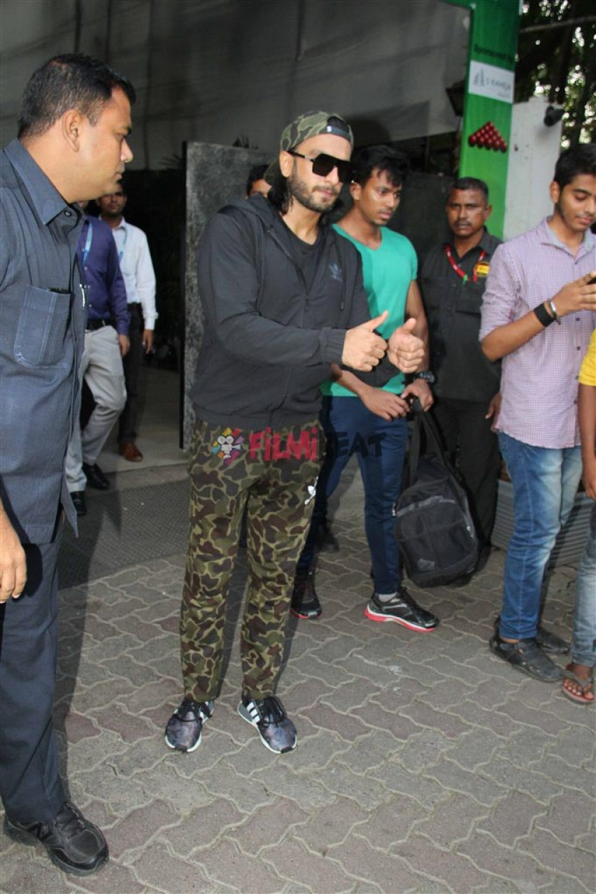 Ranveer Singh , Farhan Aktar  & Other Celebs Spotted At Bandra Photos