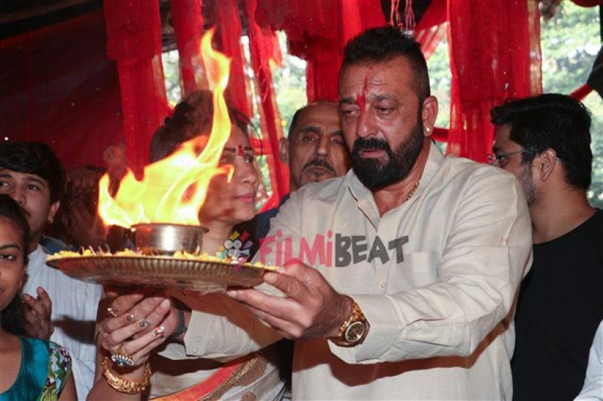 Sanjay Dutt Along With Manyata Dutt Performs Aarti At Jogeshwar Photos