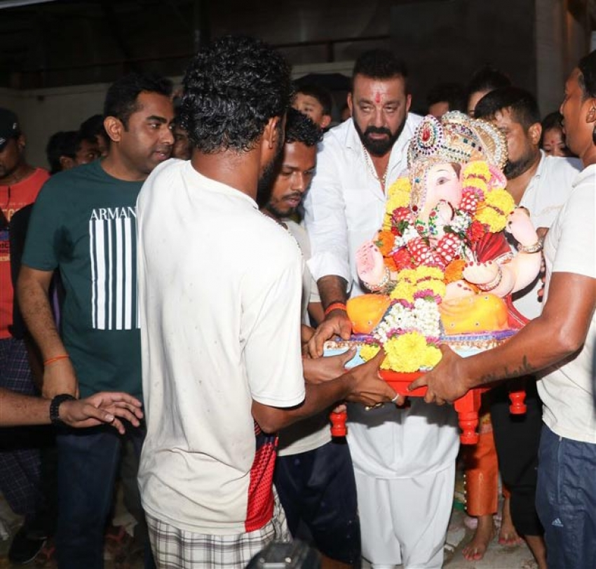 Sanjay Dutt Ganpati Visarjan 2017 At Juhu Chowpati