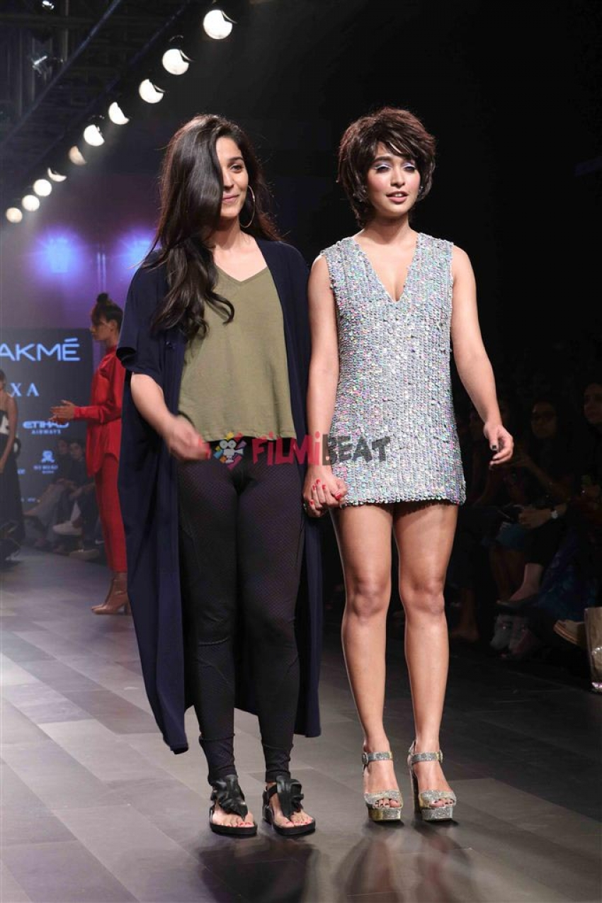 Sonal Chauhan & Sayani Gupta Walks The Ramp At Lakme Fashion Week 2017 Photos