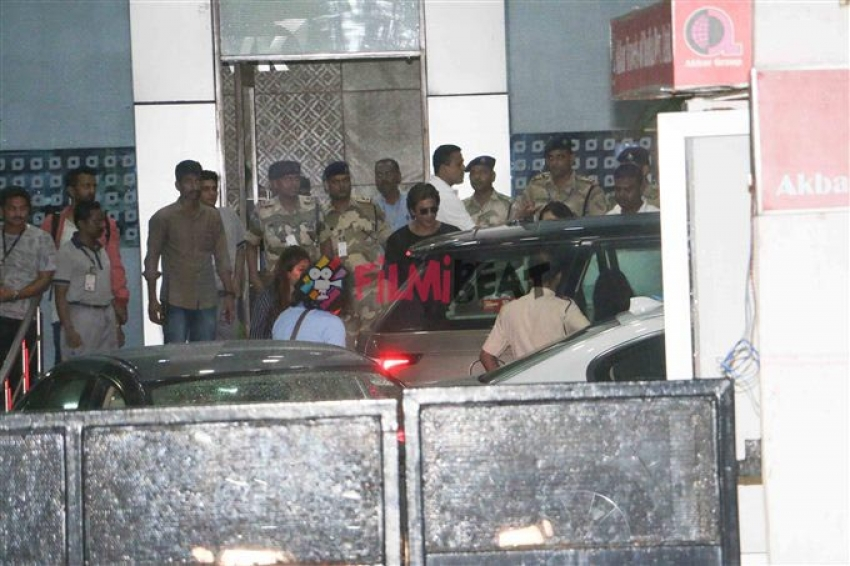 Shahrukh Khan & Anushka Sharma Spotted At Kalina Airport Photos