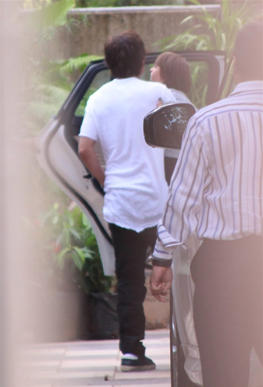 Shahrukhkhan Along With Abram Khan Spotted At Gauri Khan Store Photos