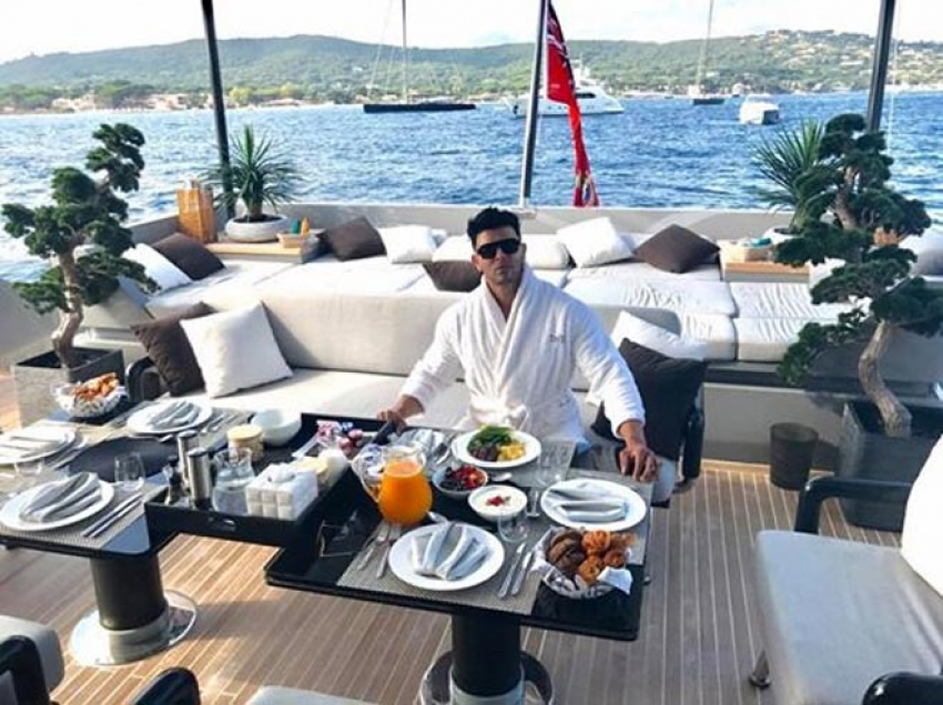 Sohail Khan Enjoying Life Like A King Photos
