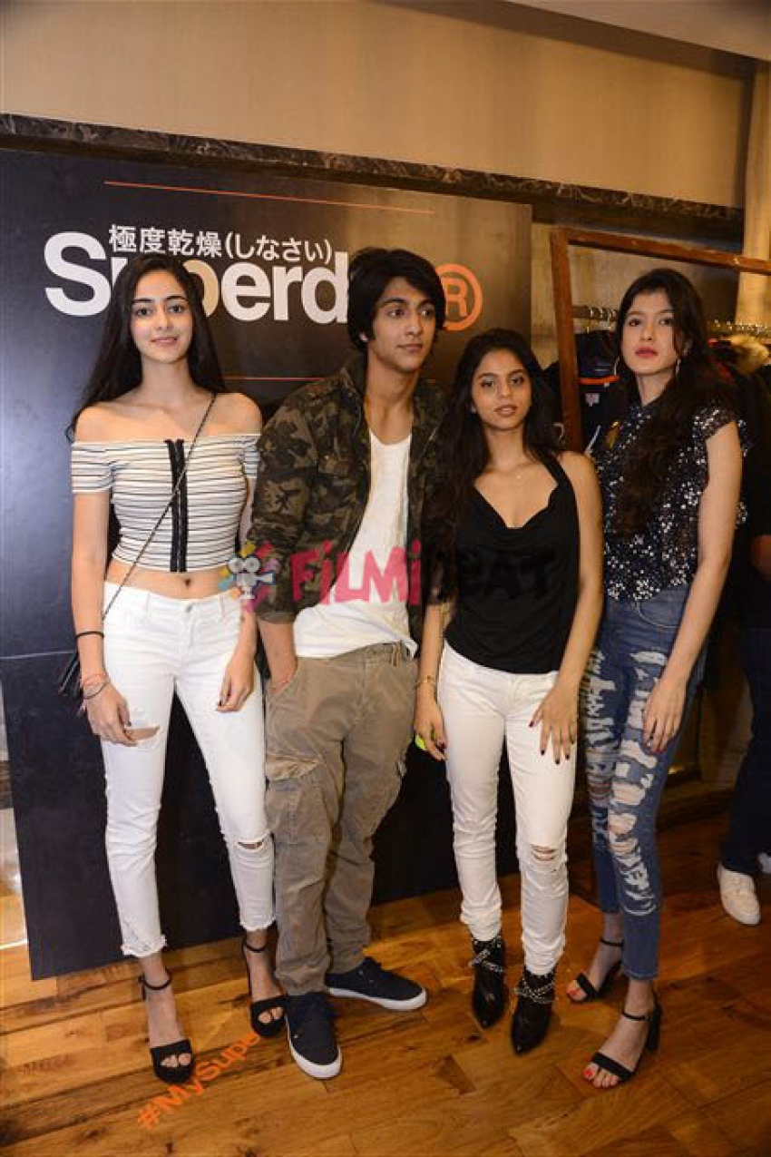 Suhana Khan Brightens Up Lakme Fashion Week With BFFs Ananya & Ahaan Pandey Photos