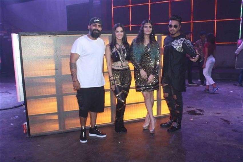 Sunny Leone On Set Location Of Video Shoot With Raftaar Photos