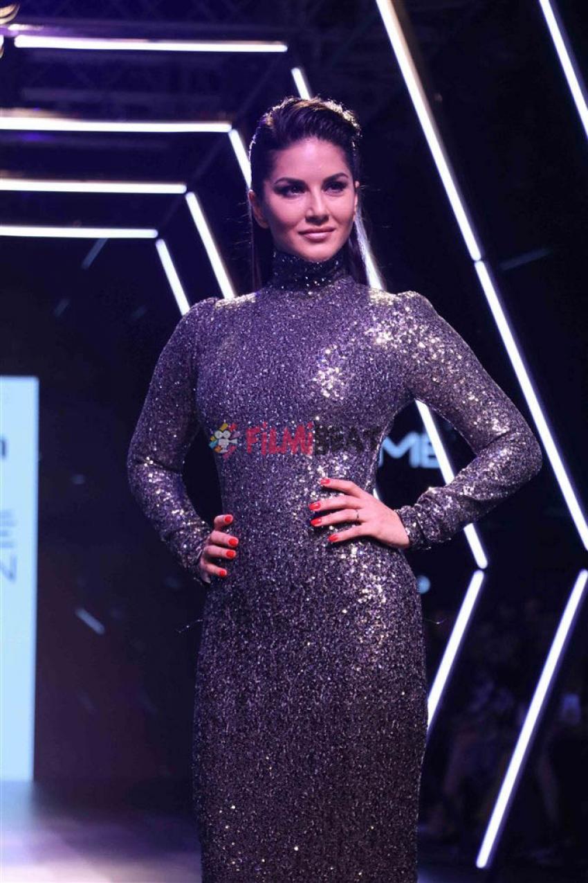 Sunny Leone Walks The Ramp At Lakme Fashion Week 2017 Photos