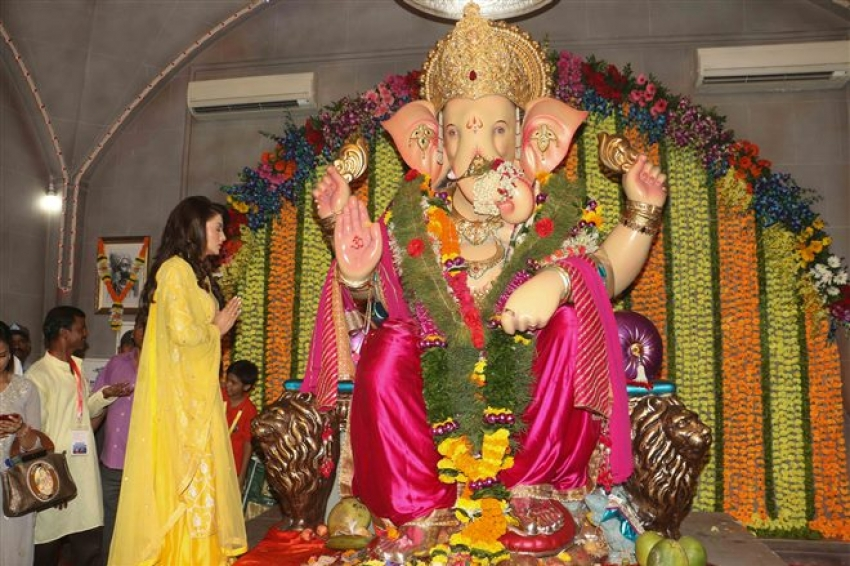 Urvashi Rautela And Poonam Panday Snapped At Andheri Ka Raja Ganpati Mandal Photos