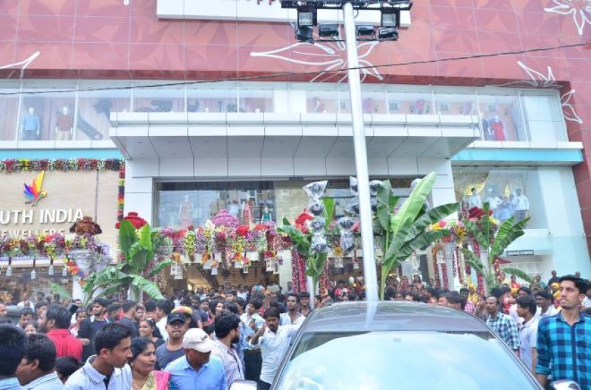 Nagarjuna,Raashi Khanna, Pragya Jaiswal launches South India Shopping Mall Photos