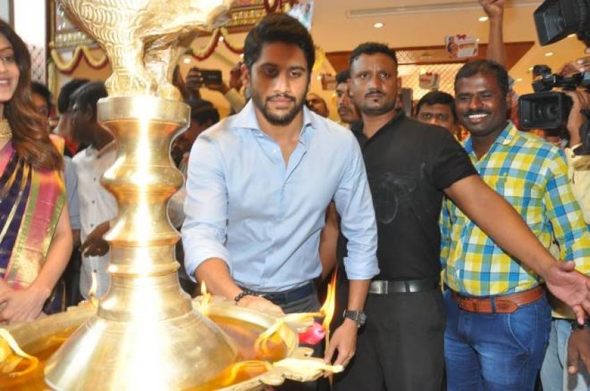 Naga Chaitanya & Kajal Aggarwal at Inaugration of Chennai shopping mall Photos