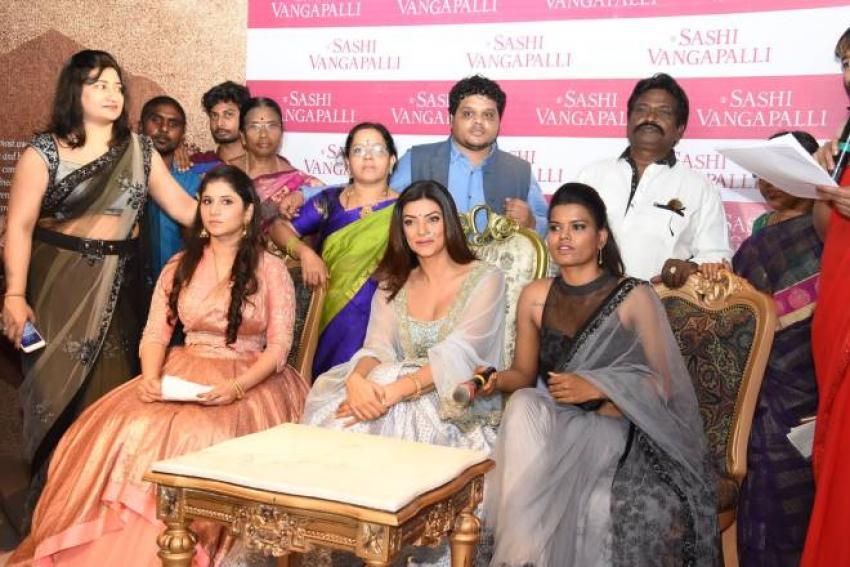 Sushmitha Sen Launches Designer Shashi Vangapalli Boutique Photos