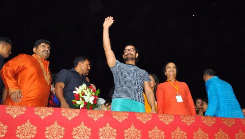 Aamir Khan Attends Navratri Pooja In Vadodra Photos
