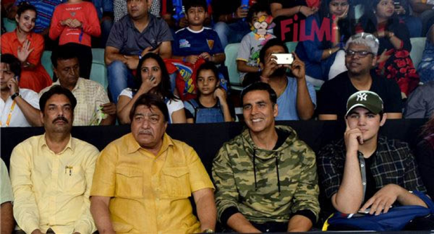 Akshay Kumar With His Son Aarav At Pro Kabaddi Match  Bengal Warriors  & Bengaluru Bulls Photos