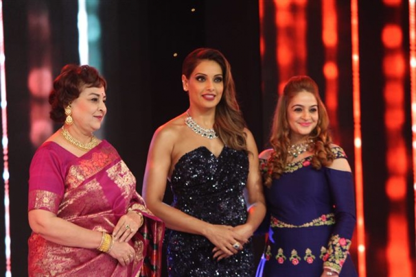 Bipasha Basu & Sunny Leone At 21st Globoil India Awards 2017 Photos