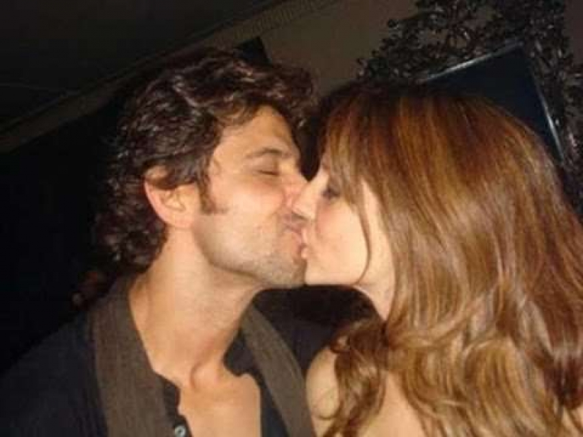 Bollywood Stars Indulged In Some Adorable PDA With Their Partners Photos