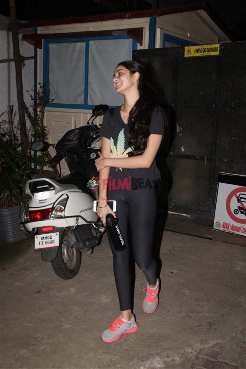 Chunkey Pandey Daughter Ananya Pandey Spotted At Bandra Photos