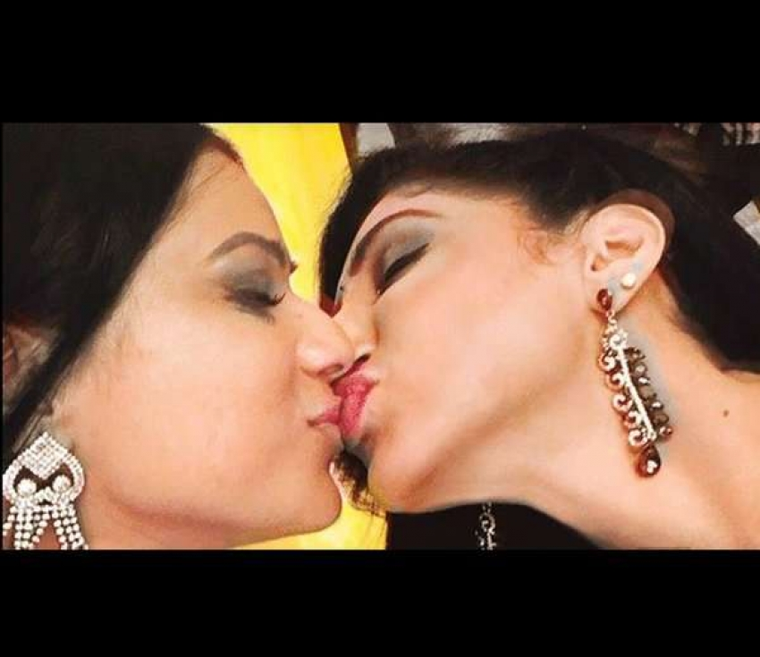 Female TV Stars Who Kissed On Screen Photos