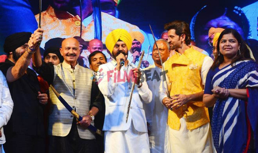 Hrithik Roshan And Rakesh Roshan Paid Tribute To Martyr Bhagat Singh Photos