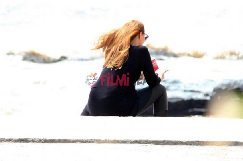 Iulia Vantur Spotted At Bandra Stand Beach Side Photos