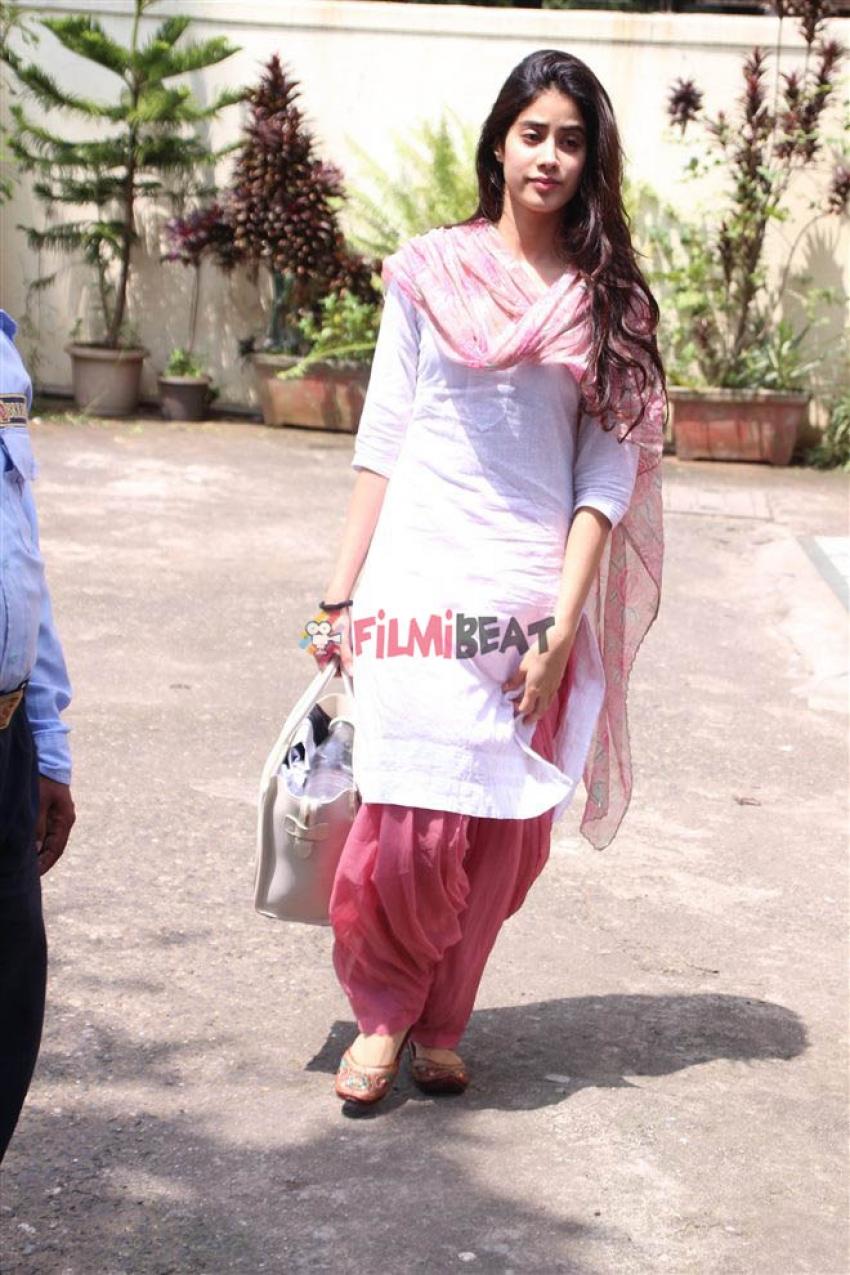 Jhanvi Kapoor Spotted At Dance Rehearsal Studio Photos