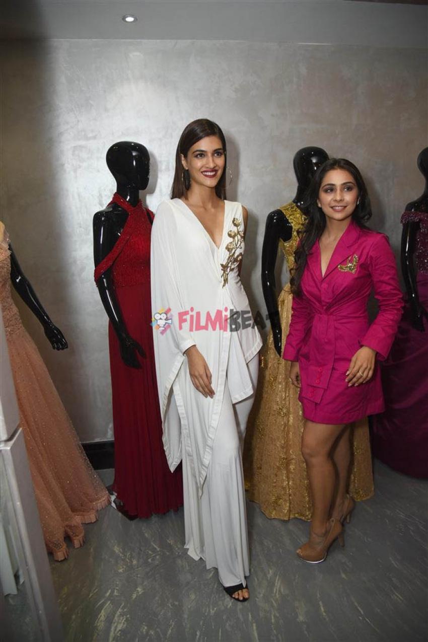 Kriti Sanon at Soonakshi Raj Store Launch in New Delhi Photos
