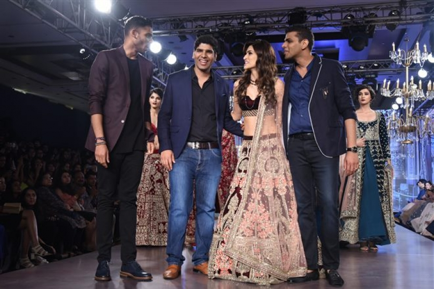 Kriti Sanon Walks The Ramp At Bombay Times Fashion Week  2017 Photos