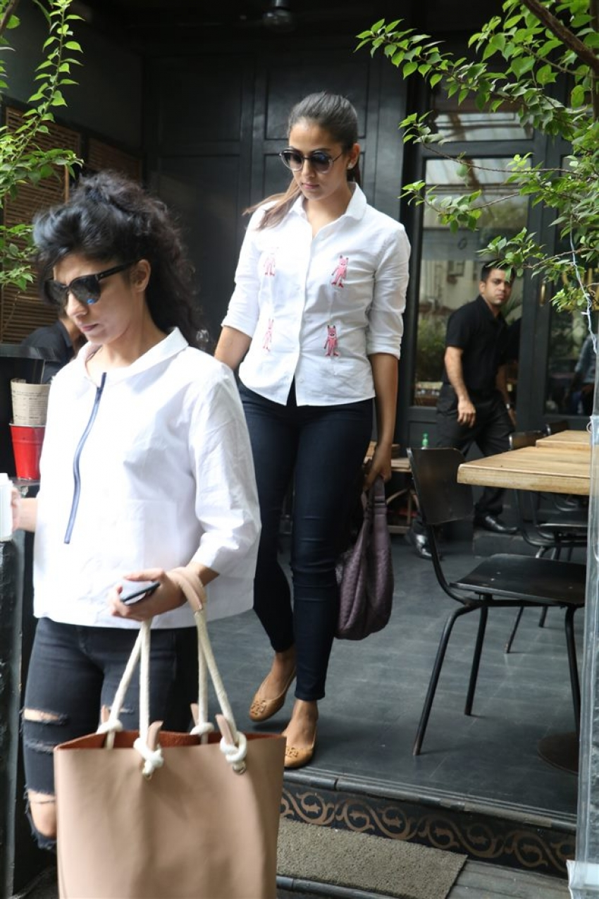 Mira Rajput Spotted At Suzette, Bandra Photos