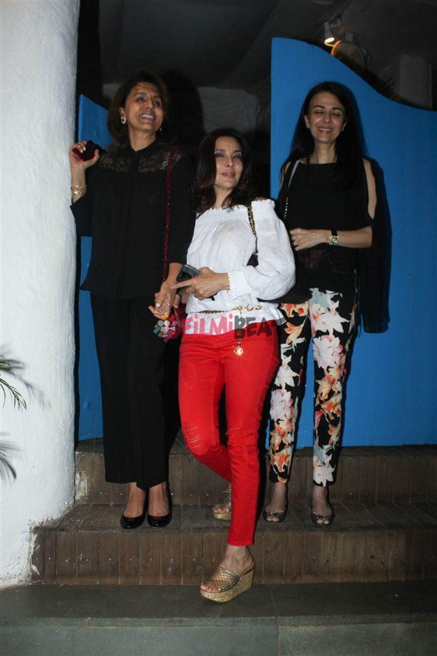 Neetu Kapoor Spotted At Olive Bandra Photos