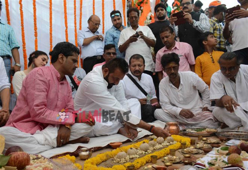 Sanjay Dutt Performs Rituals During Pitru Paksha In Varanasi