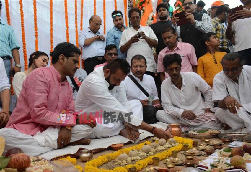 Sanjay Dutt Performs Rituals During Pitru Paksha In Varanasi Photos
