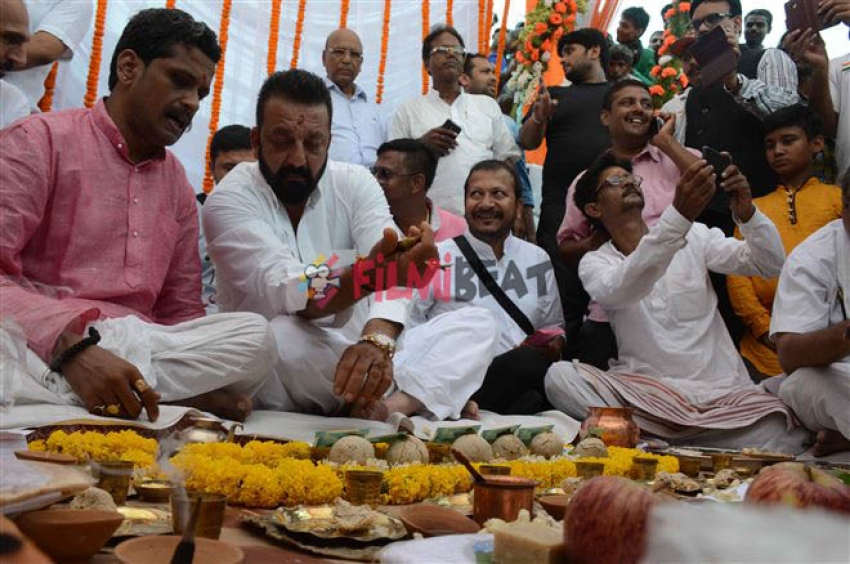 Sanjay Dutt Performs Rituals During Pitru Paksha In Varanasi Photos