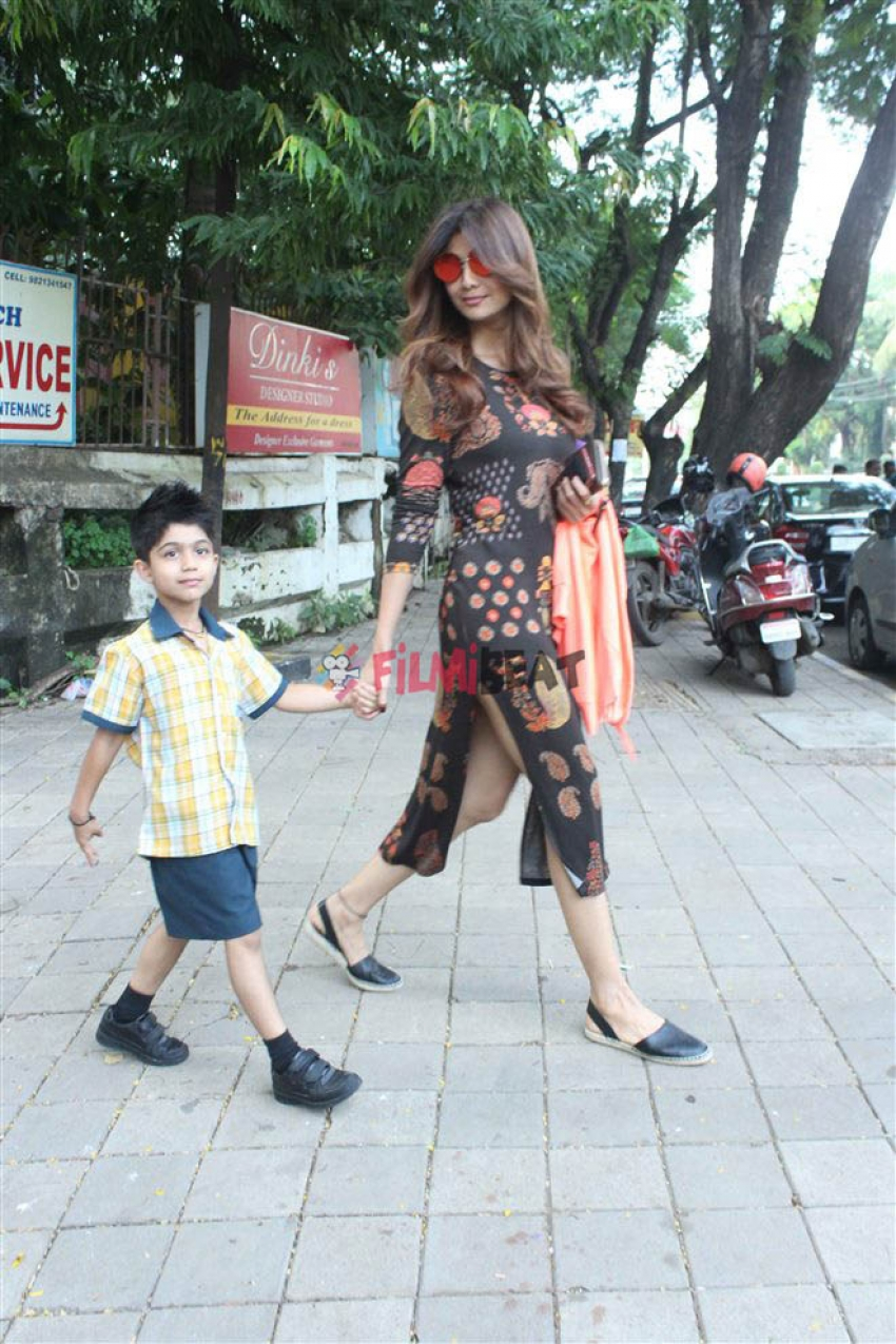 Shilpa Shetty With Son Viaan At Juhu Photos