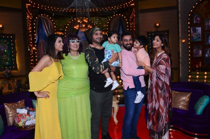 Shilpa With Family On First Day Of Shoot At Show Aunty Boli Lagao Boli Photos