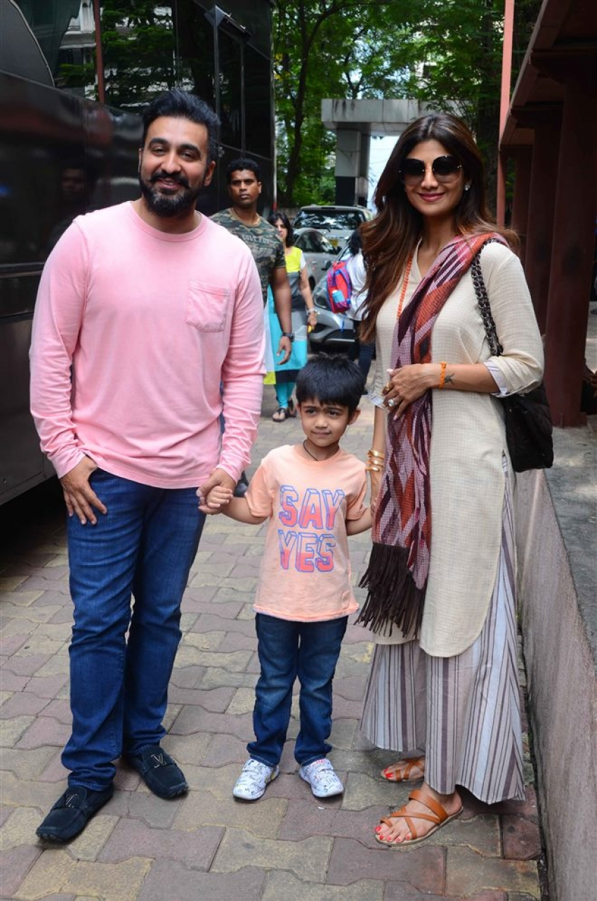 Shilpa With Family On First Day Of Shoot At Show Aunty Boli Lagao Boli