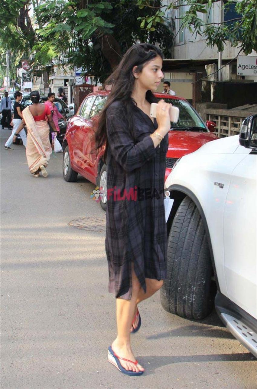 Suhana Khan Spotted At Bandra Photos