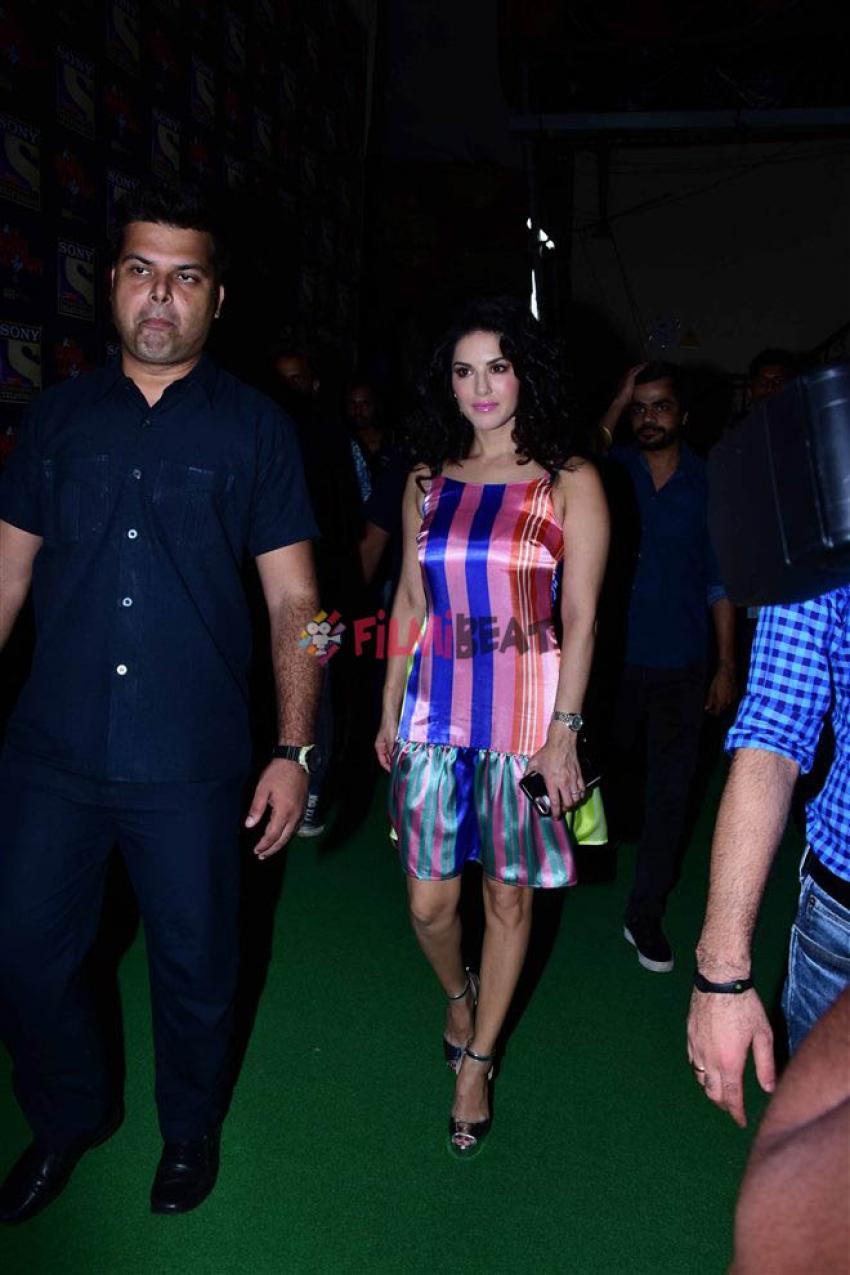 Sunny Leone On The Sets Of Drama Company Photos