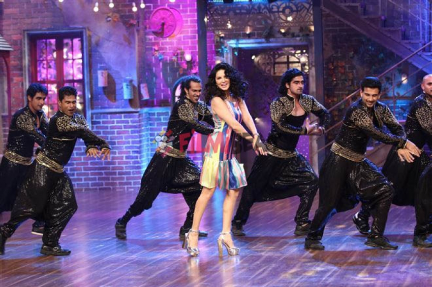 Sunny Leone On The Sets Of Drama Company Photos