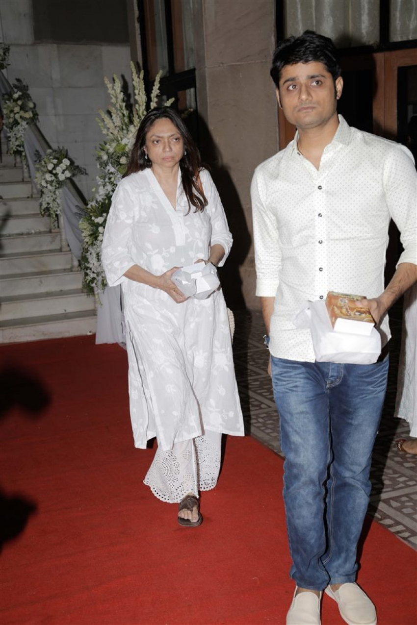 Bollywood Celebs Attend Rani Mukherjee Father Prayer Meet At Iskcon Temple Photos