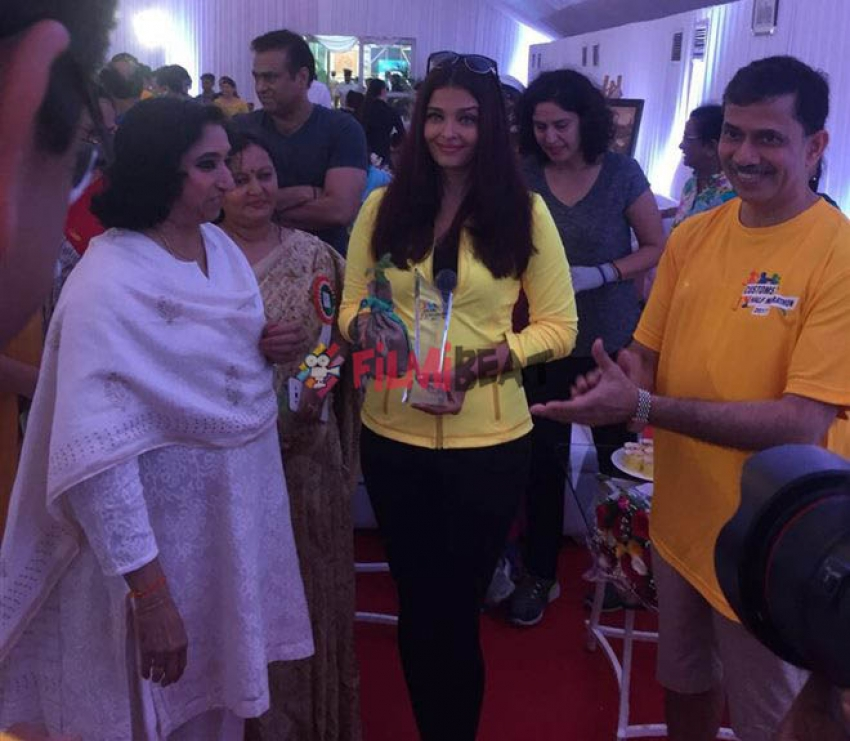Aishwarya Rai Bachchan At Marathon Flagoff Photos