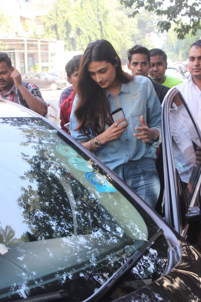 Athiya Shetty Spotted At Bandra Photos