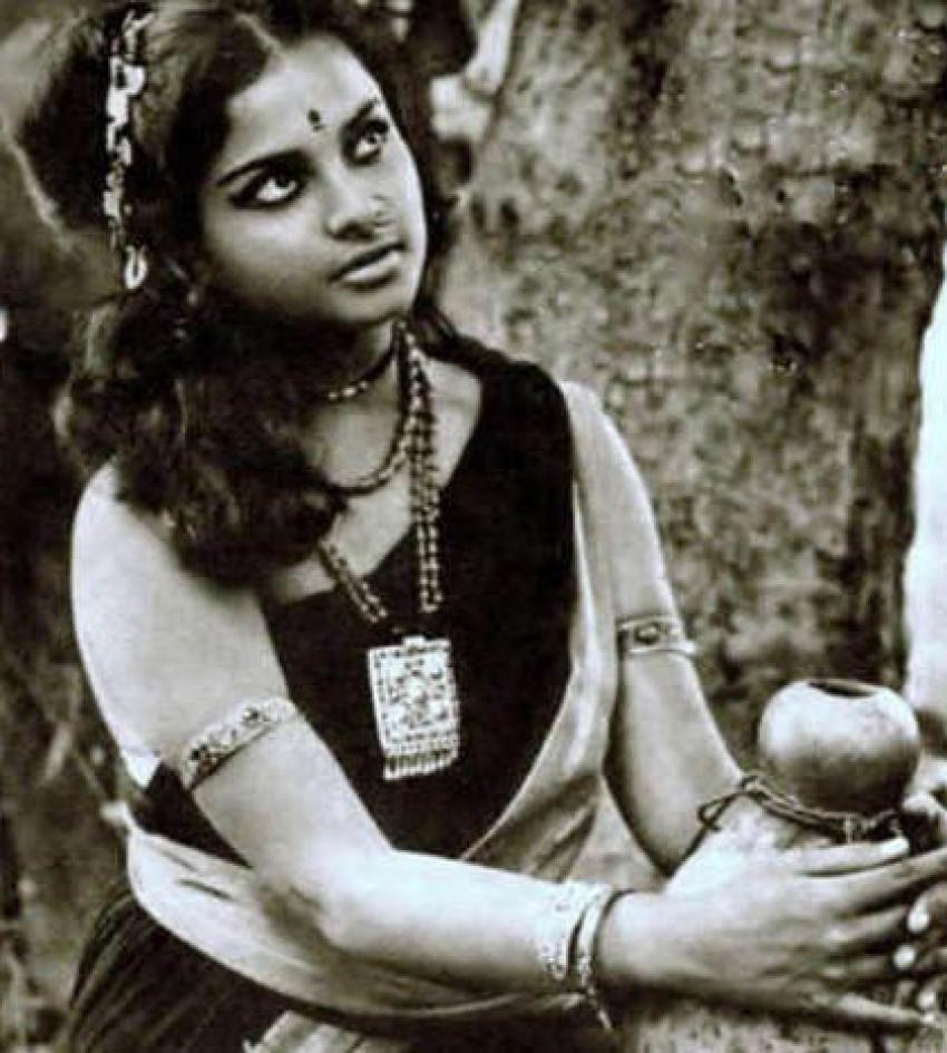 Bollywood Queen Rekha Unseen Photos