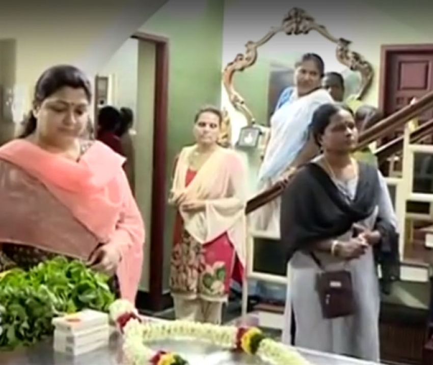 Celebs Pay Last Respect To IV Sasi Photos